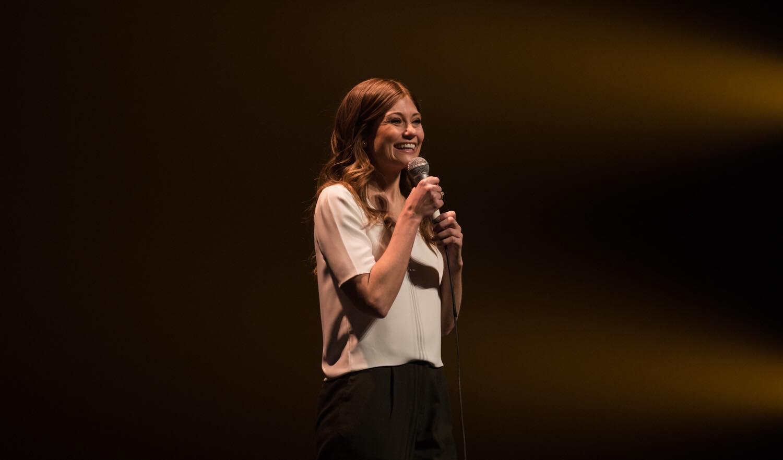 Katherine Levac et son spectacle d'humour Velours, elle parle de pudeur, de sexualité.
