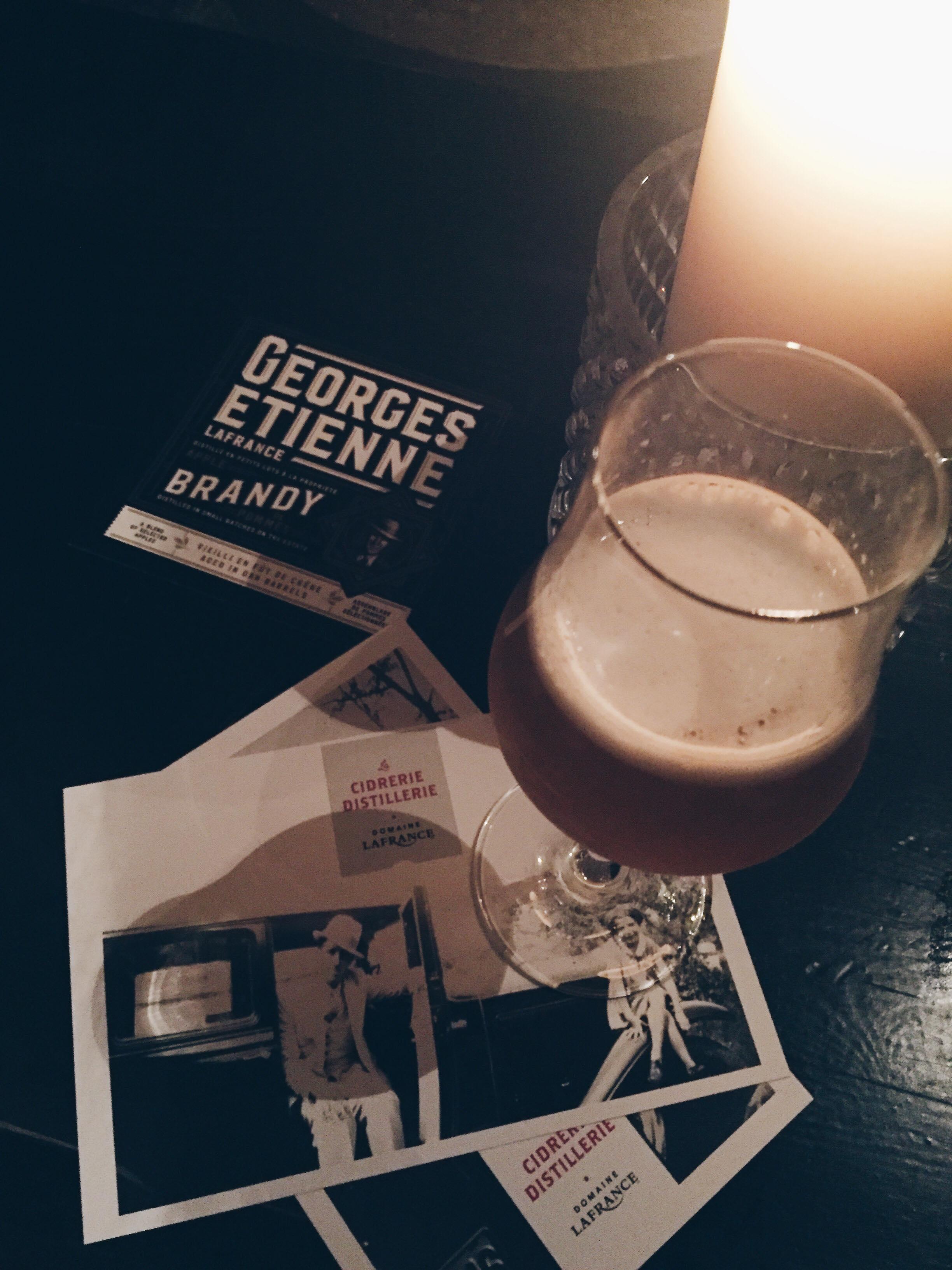 On vous parle du brandy de pommes du Domaine Lafrance.